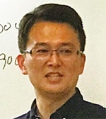片平芳明氏