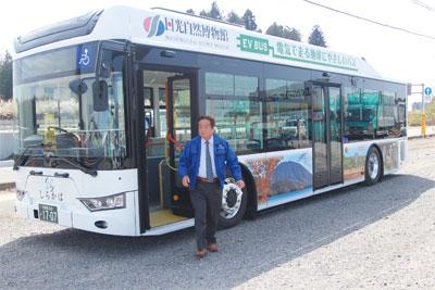 EVバスと山中社長写真